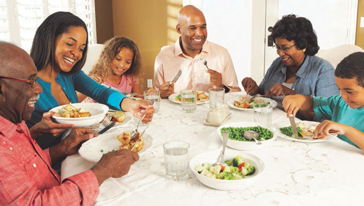 Family gathers around the table for a healthy lunch.